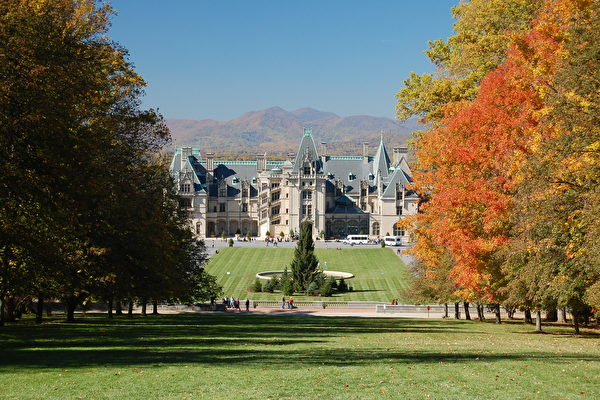Biltmore_House_in_the_Fall-600x400.jpg